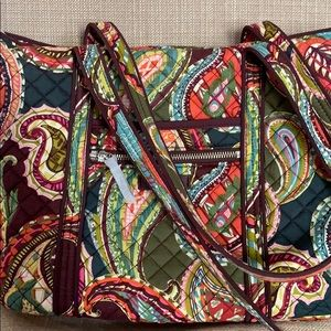 Iconic small Vera tote in hairloom paisley